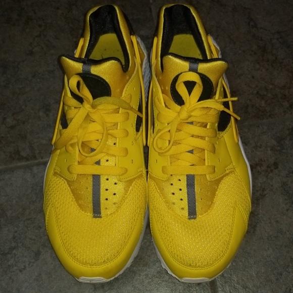Nike Huarache Shoes Yellow & Black size 11